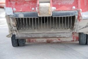 Hellingbaan anti-slip stroken inschaven
