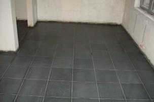 Fase I: granietvloer is geschuurd en genivelleerd