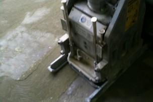 Schrapen toplaag beton