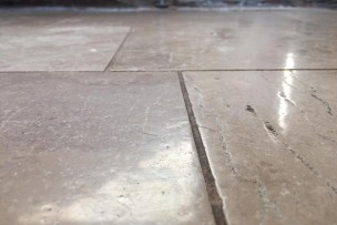 Laag liggende en vervuilde voegen natuursteen