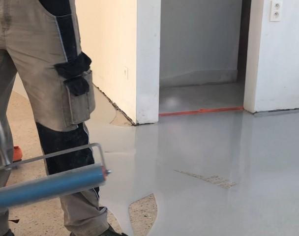 plaatsing-cementgebonden-gietvloer-met-silicaattechnologie.jpg